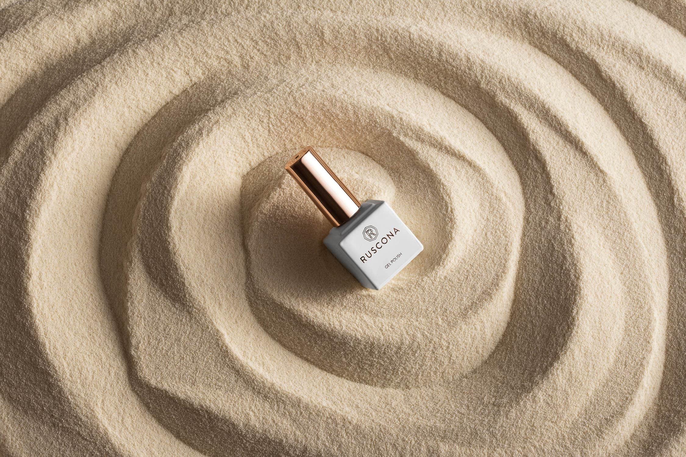 Nail polish in sand waves